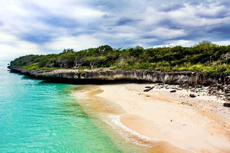 Pusahelu Beach