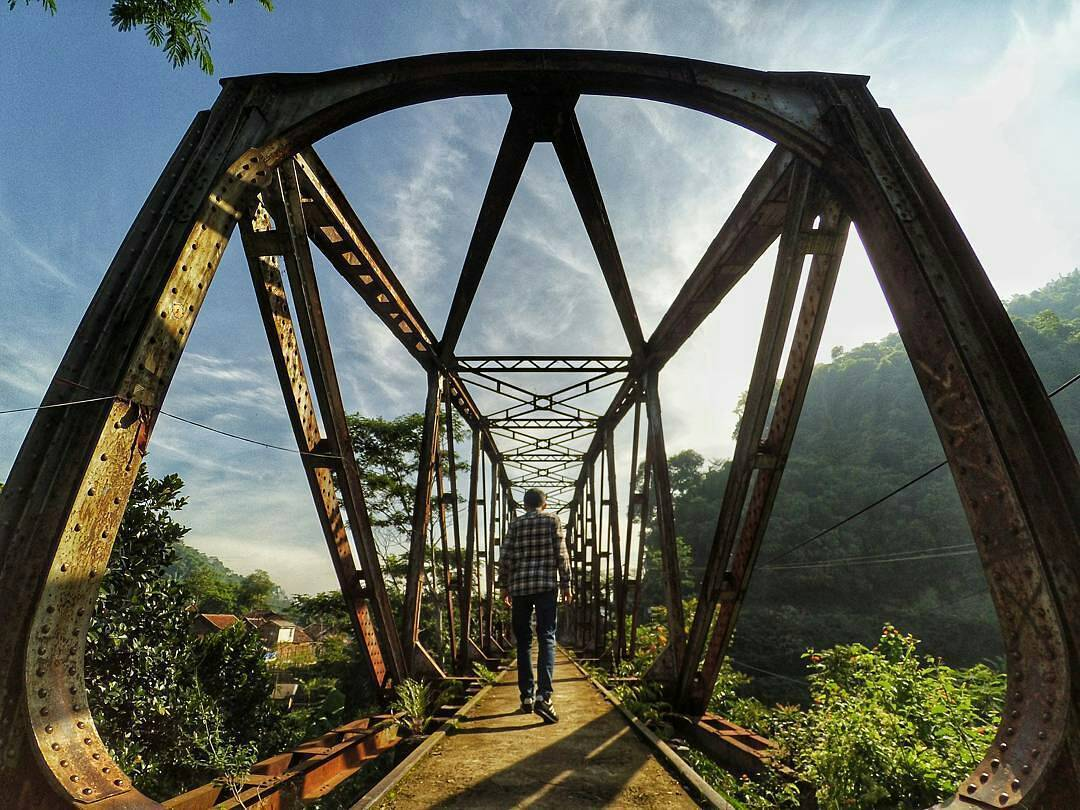 jembatan bekas rel kereta api ciwidey