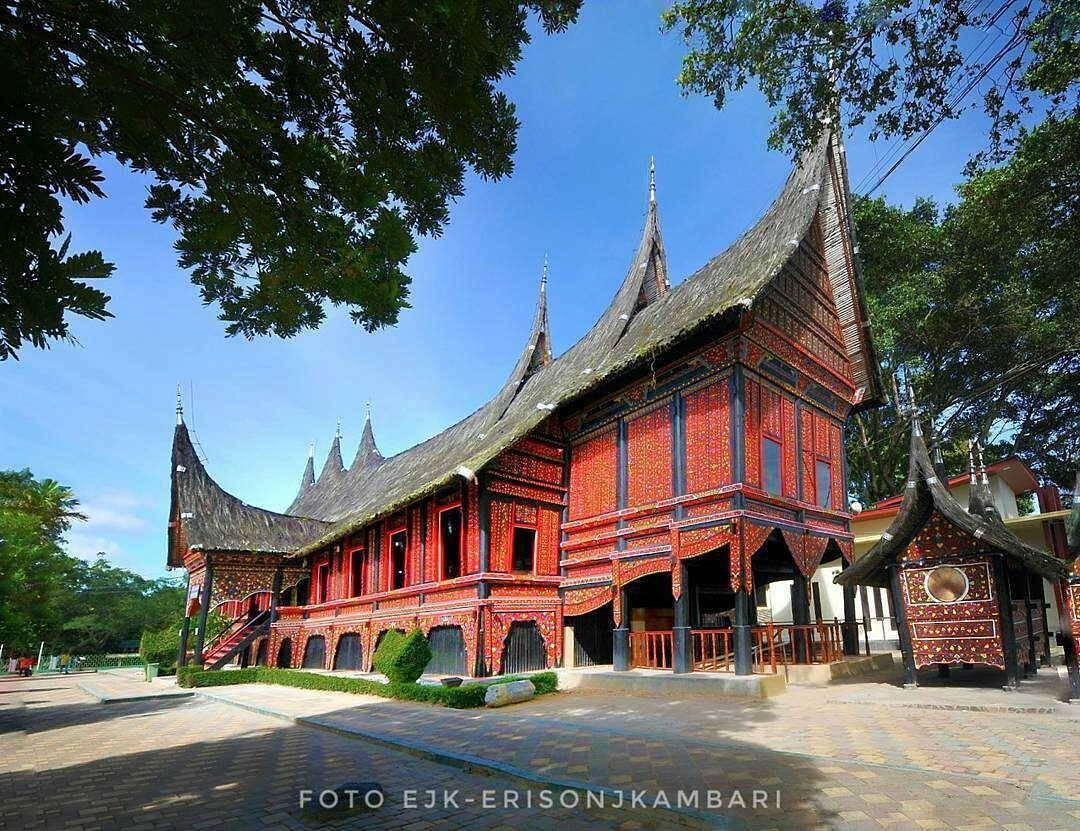 Rumah Gadang Taman Kinantan Zoo